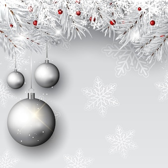 Adornos navideños en ramas de plata.