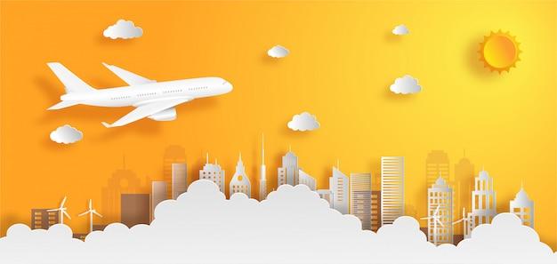 Aeroplano que vuela sobre las nubes con concepto del transporte de cargo.