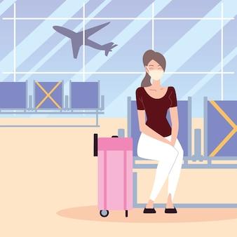 Aeropuerto nuevo normal, mujer sentada con máscara protectora y maleta