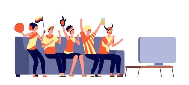 Aficionados a la televisión deportiva. gente viendo fútbol. amigos celebran el partido ganado y vitorean