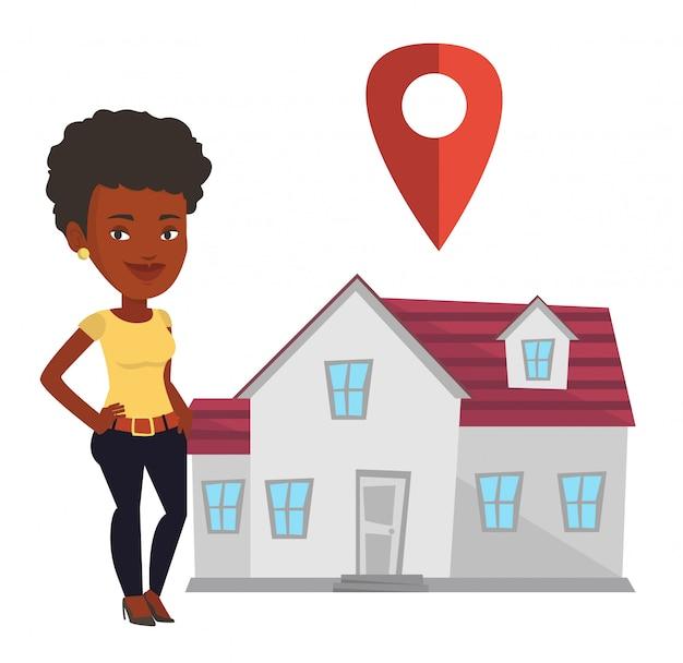 Agente de bienes raíces en el fondo de la casa con el puntero del mapa.
