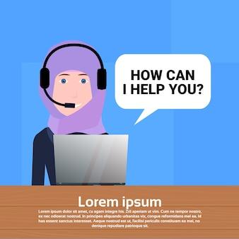 Agente de auriculares de centro de llamada árabe
