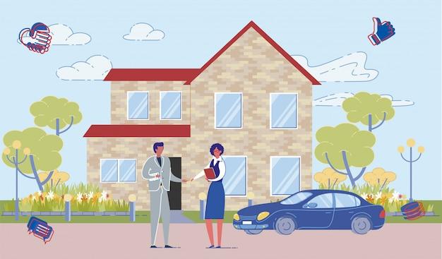 Agente inmobiliario y comprador en la fachada de la casa.
