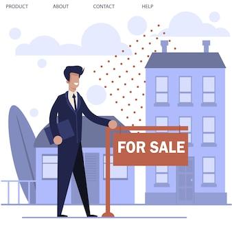 Agente inmobiliario de pie cerca de letrero de anuncios y nueva casa
