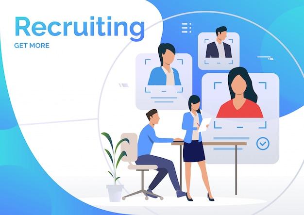 Agentes de reclutamiento que estudian los perfiles de candidatos
