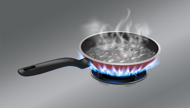 El agua hirviendo en la sartén se coloca en una estufa de gas.