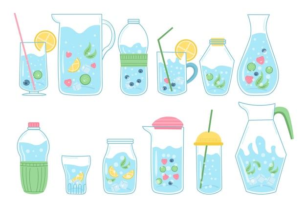 Agua mineral y natural en botellas transparentes.