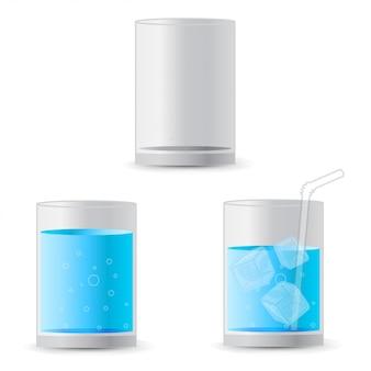 Agua realista en un vaso con cubitos de hielo y una pajita