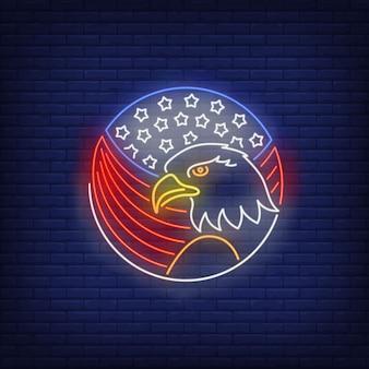 Águila y bandera americana en señal de neón del círculo. símbolo de usa, animal, historia.