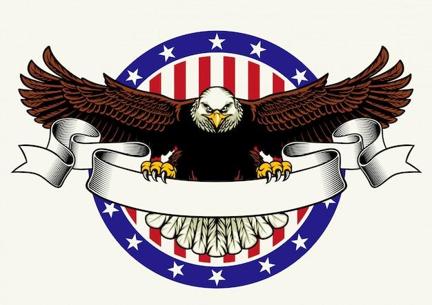 Águila calva americana mantenga la cinta en blanco para el texto