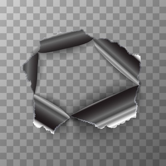 Agujero rasgado en placa de metal brillante sobre fondo transparente