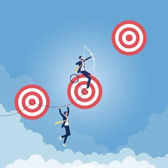 Alcanzando el concepto de objetivos más altos, excelente empresario apuntando a un objetivo de alto riesgo