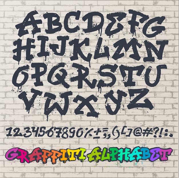 Alfabeto graffity vector fuente alfabética abc por trazo de pincel con letras y números o ilustración de tipografía alfabética grunge aislado en espacio de pared de ladrillo