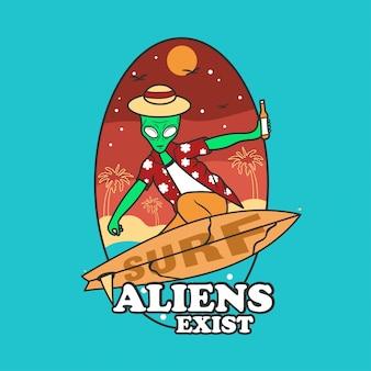 Alien surfing playa verano