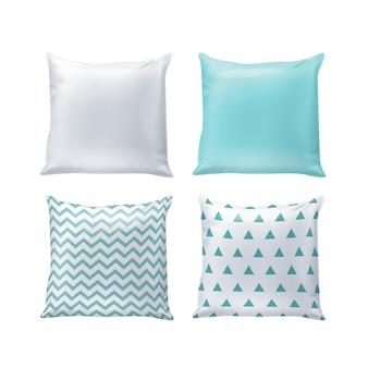 Almohadas en blanco e impresas en colores blanco y azul aislado en el fondo