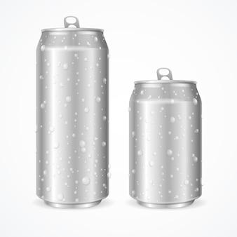 Aluminio realista lata húmeda en blanco con gotas. ilustración vectorial