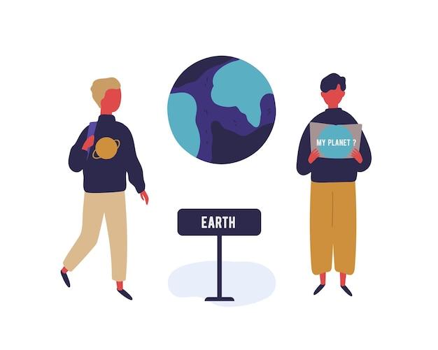 Alumno de dos dibujos animados masculinos en excursión en la ilustración plana de vector de museo astronómico. chico adolescente en la exposición cósmica estudiar el planeta tierra aislado sobre fondo blanco. planetario de visita de niño colorido.
