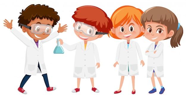 Alumnos en bata de laboratorio.