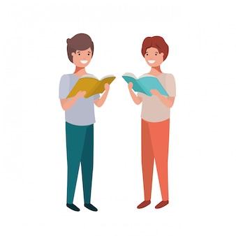 Alumnos chicos con libro de lectura en las manos.