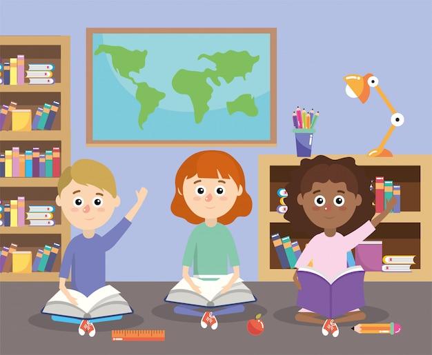 Alumnos con libros de educación y librero en el aula.
