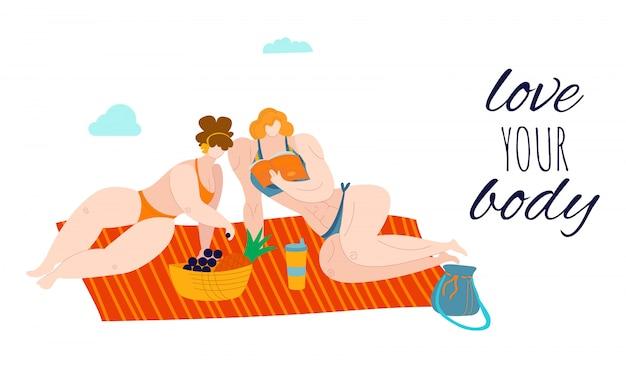 Ama tu cuerpo, mujeres gordas y positivas en la playa que comen frutas en verano vestidas con trajes de baño, ilustración con sobrepeso.