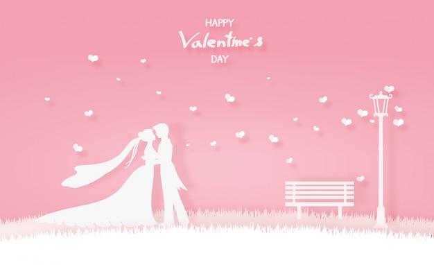 Amante en vestido de novia abrazando en el prado