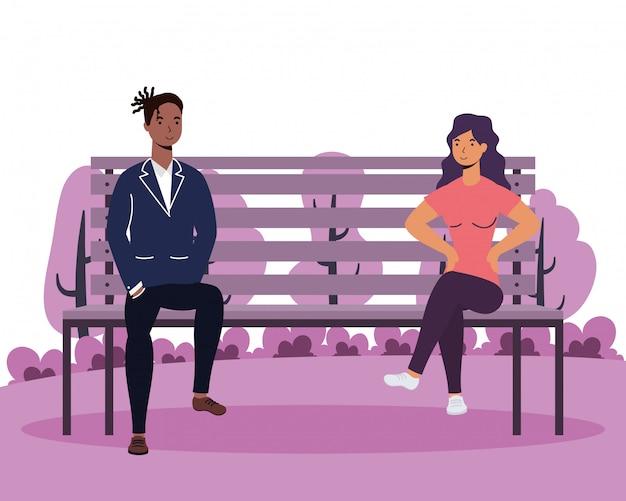 Amantes de la joven pareja interracial en la silla del parque