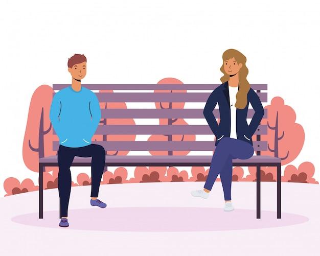 Amantes de la joven pareja en la silla del parque