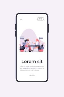 Amigas reunidas con una taza de café. mujeres bebiendo té y charlando ilustración vectorial plana. comunicación, concepto de amistad para banner, diseño de sitios web o página web de destino