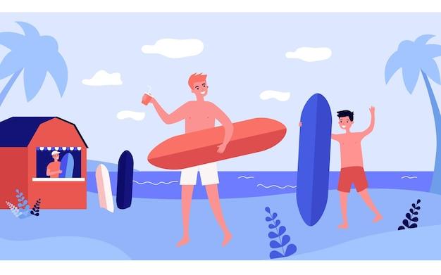 Amigos varones con tablas de surf y bebidas en la playa. niños en pantalones cortos disfrutando de la ilustración de vector plano de vacaciones de verano. deporte extremo, concepto de surf para banner, diseño de sitios web o página web de aterrizaje.