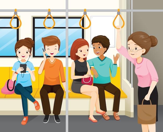 Ancianas de pie en tren eléctrico, jóvenes sentados pero nadie la defiende