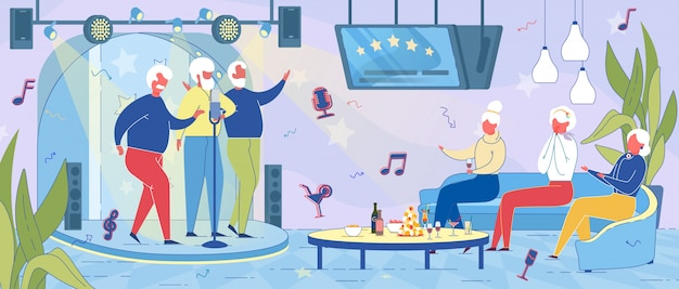 Ancianos divirtiéndose juntos en karaoke bar.