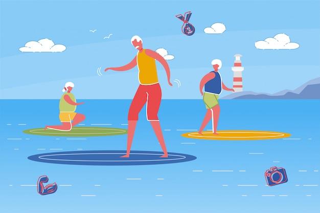 Ancianos enérgicos hombres y mujeres montando tabla de surf.