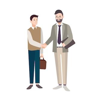 Ancianos y jóvenes, trabajadores de oficina o jefe y empleado dándose la mano aislado en blanco