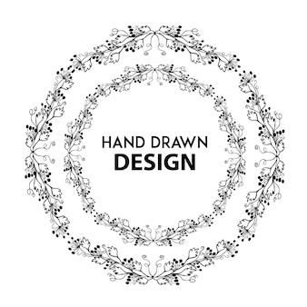 Anillo floral blanco y negro dibujado a mano