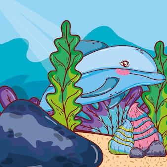 Animal del delfín con conchas y plantas de algas.