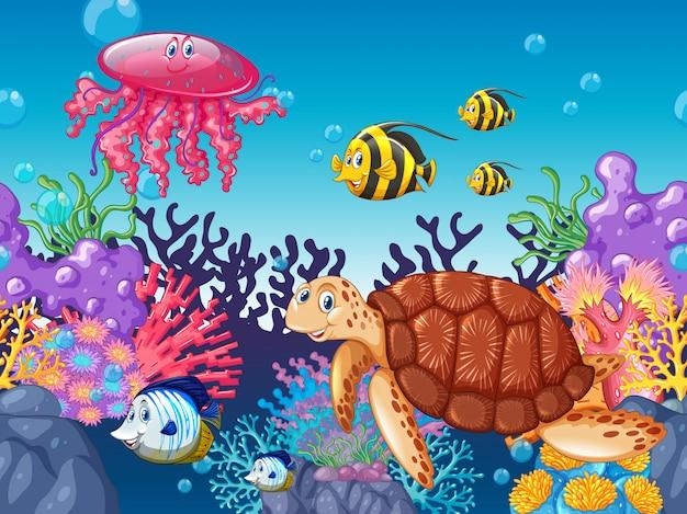 Animales marinos nadando bajo el mar