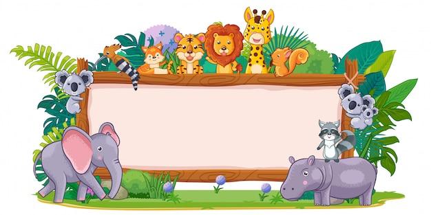 Animales salvajes con un cartel de madera en blanco.