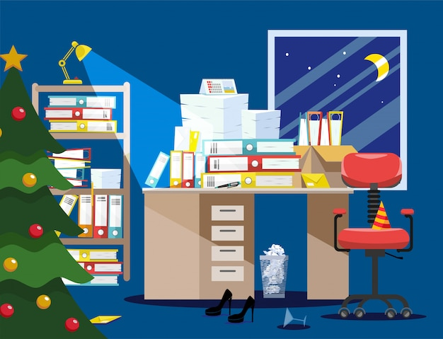 Año nuevo período nocturno de contadores y presentación de informes financieros. pila de documentos en papel, carpetas de archivos en cajas de cartón en la mesa.