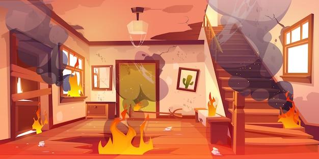 Antigua casa abandonada en llamas de fuego y nubes de humo negro dentro de casa