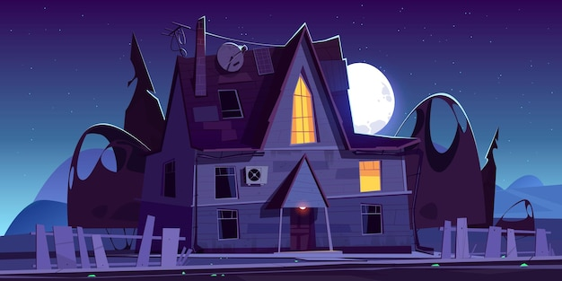 Antigua casa de miedo con ventanas luminosas por la noche. paisaje de dibujos animados con mansión de madera espeluznante, valla rota, siluetas oscuras de árboles y luna en el cielo.