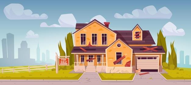 Antigua casa suburbana con cartel en venta