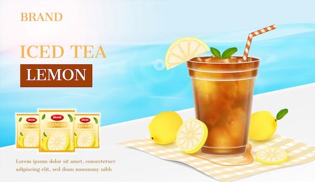 Anuncio de té de limón. rodaja de limón con un vaso de té de limón en la playa