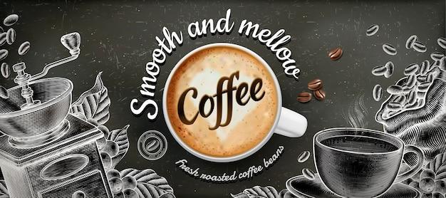 Anuncios de banner de café con ilustración de latte y decoraciones de estilo grabado en madera sobre fondo de pizarra