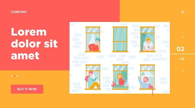 Apartamento con ventanas abiertas y vecinos.