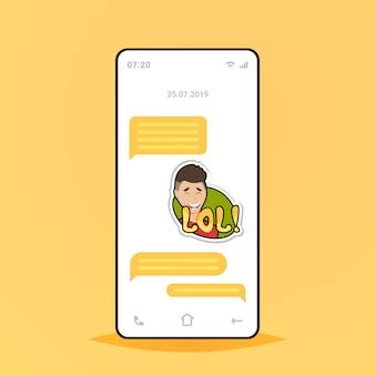 Aplicación de chat móvil de conversación en línea enviando mensajes de recepción con lol sticker messenger application comunicación concepto de redes sociales pantalla del teléfono inteligente
