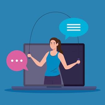 Aplicación de fitness, entrenamiento y entrenamiento, mujer practicando deporte en una computadora portátil, deporte en línea