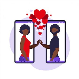 Aplicación de romance, relación virtual, comunicación, concepto de redes sociales. dos teléfonos inteligentes con aplicación de citas que ayudan a las personas a encontrar el amor. pueblo africano ilustración en piso.
