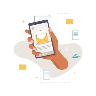 Aplicación teléfono inteligente en mano trabajo mensaje de correo electrónico correo entrante sobres listas de cartas y documentos