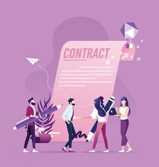 El apretón de manos de la mujer del hombre de negocios después de firma para arriba contrato concepto acertado de la transacción